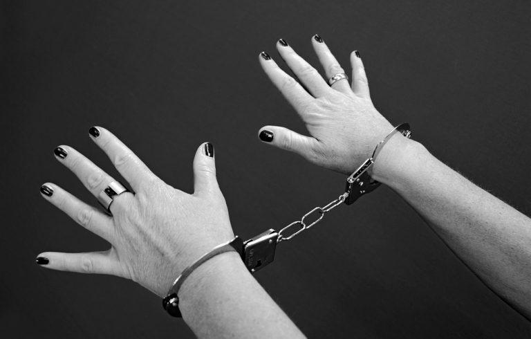 Madre si rifiuta di far vedere il figlio al padre commette reato